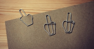 middle-finder-paperclips (c) coolmaterial.com