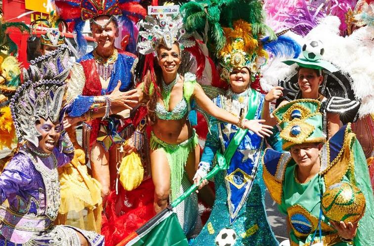Knallig bunt auf dem Karneval der Kulturen (c) radioeins.de, Thomas Ecke