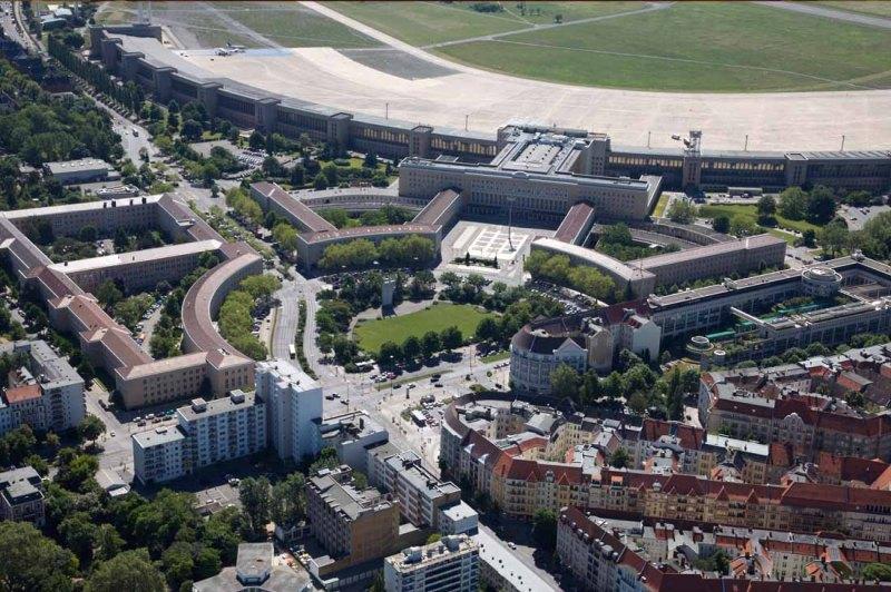 Der alte Tempelhofer Flughafen und das neue Tempelhofer Feld (c) www.thf-berlin.de