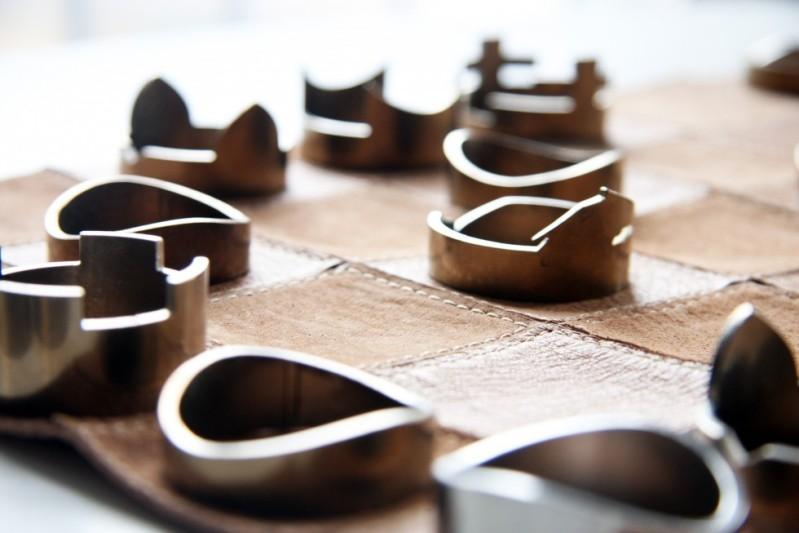 Ringförmige Schachfiguren für das schnelle Spiel zwischendurch @ rawstudio.co.uk